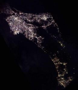 Лос-Анджелес и Сан-Диего ночью из космоса. Фото: zwonok.net