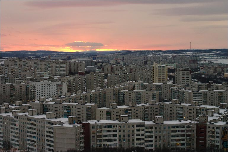 Мурманск. Полярная ночь. Фото: angrymanz.livejournal.com