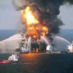 Катастрофа в Мексиканском заливе. Горящая платформа Deepwater Horizon