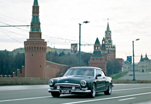 """Советская """"Волга"""" у стен Кремля. Фото: wallpaper.zoda.ru"""