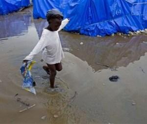 Дожди затопили лагеря беженцев на Гаити. Фото: ООН
