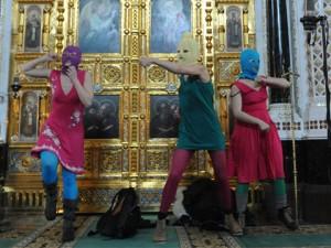 Pussy Riot в храме Христа Спасителя в Москве. Фото: НТВ