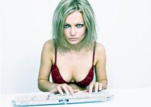 Интернет-девушка. Фото: yuga.ru