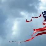 Рваный флаг США. Фото: korrespondent.net