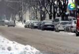 Вместо дороги - грязная жижа и кругом снег. Кадр МТРК МИР
