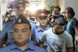 Расул Мирзаев в окружении полицейских. Фото: gooddays.ru