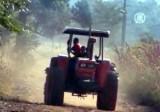 Трактор в Зимбабве. Кадр NTDTV