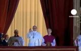 266-й понтифик Франциск I приветствует верующих. Кадр Euronews
