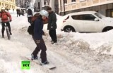Сноубординг в центре Киева. Кадр RT