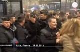 Полиция разогнала антигей-протест в Париже. Кадр Euronews