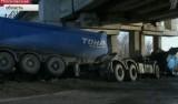 На Каширском шоссе в Москве грузовик протаранил железнодорожный мост. Кадр Первого канала