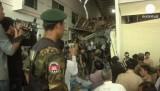 Работы на месте разрушенной фабрики в Камбодже. Кадр Euronews
