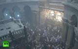 Паломники в храме Гроба Господня в Иерусалиме перед схождением благодатного огня. Кадр RT