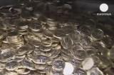 Поддельные евро-монеты. Кадр Euronews