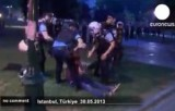 Полиция в Стамбуле скручивает защитников парка Таксим Гези. Кадр Euronews