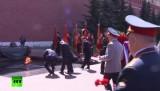 Путин возложил венок к Могиле Неизвестного Солдата. Кадр RT