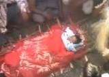 Похороны девочки, умершей после изнасилования в Индии. Кадр RTVi