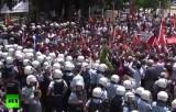 Митинг в Рейнханлы, Турция. Протест против политики Эрдогана в отношении сирийских беженцев. Кадр RT
