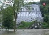 Затопленный храмовый комплекс в Лурде, Франция. Кадр 5 канала