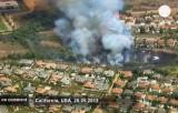 Лесной пожар в Калифорнии подобрался к домам. Кадр Euronews