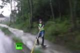 Экстремалы воспользовались наводнением в Германии. Кадр RT