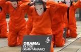 """""""Обама, закрой Гуантанамо"""" - флешмоб правозащитников из Amnesty International. Кадр RT"""