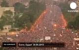 """Недовольные политикой Мурси наводнили улицы Каира и громили офисы """"Братьев-мусульман"""". Кадр Euronews"""