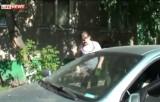 Мать в Красноярске забыла ребёнка в машине на жаре. Кадр LifeNews
