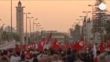 Исламисты требуют отставки правительства в Тунисе. Кадр Euronews