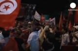 Митинг с требованием отставки правительства в Тунисе. Кадр Euronews