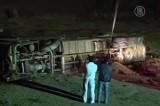 Автобус рухнул вместе с мостом, по которому ехал, в Китае. Кадр NTDTV