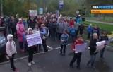 Ученики московской школы №740 протестуют против её закрытия. Кадр РИА Новости