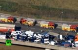 Десятки разбитых машин на мосту в окрестностях Лондона. Кадр RT
