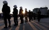Полиция дежурит рядом с парком Гези в Стамбуле. Фото: ИТАР-ТАСС