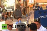 Полиция в Стамбуле движется к местам беспорядков. Кадр RT RUPTLY