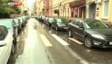 Припаркованные на обочинах автомобили в Москве. Кадр LifeNews