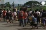 Филиппинские беженцы покидают город Замбоанга на юге страны. Кадр Euronews