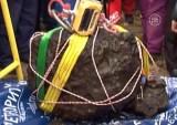 Осколок Челябинского метеорита из озера Чебаркуль. Кадр NTDTV