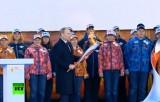 Владимир Путин с олимпийским факелом. Кадр RT