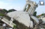 Разрушенная землетрясением старинная церковь на Филиппинах. Кадр Euronews