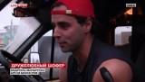 Артём Белозёров - дружелюбный водитель маршрутки из Омска. Кадр LifeNews