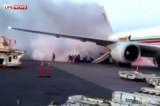 В аэропорту Монреаля горит самолёт. Кадр LifeNews