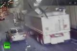 Грузовик разрушает потолок туннеля в Сиднее. Кадр RT