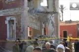 Разрушенное взрывом здание военной разведки Египта в Аш-Шаркии. Кадр Euronews