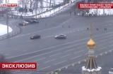 Неадекватный водитель пытался заехать в Кремль. Кадр LifeNews