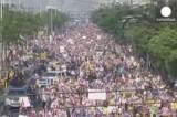 Массовое шествие оппозиции в Бангкоке. Кадр Euronews