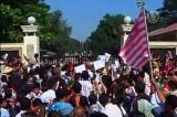 Активисты встречают бывших политзаключённых в Мьянме. Кадр NTDTV