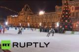 Праздничный новогодний каток на Красной площади в Москве. Кадр RT RUPTLY
