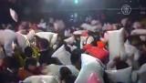 Бой подушками в Шанхае. Кадр NTDTV