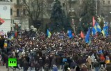 Протестующие на Крещатике в Киеве. Кадр RT